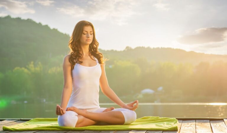 4 health benefits of yoga, backed by research
